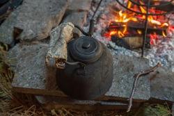 Kaffeetopf-auf-dem-Feuer