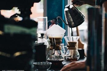Filterkaffee-von-Hand-aufgegossenEGmoHqbvOMmGM