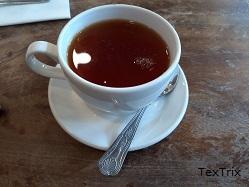 Schwarzer-Tee-in-der-Tasse